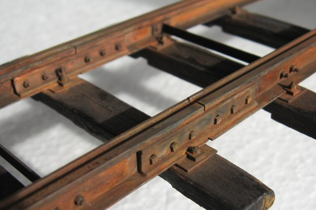 grooved-rail-joined_25184173812_o